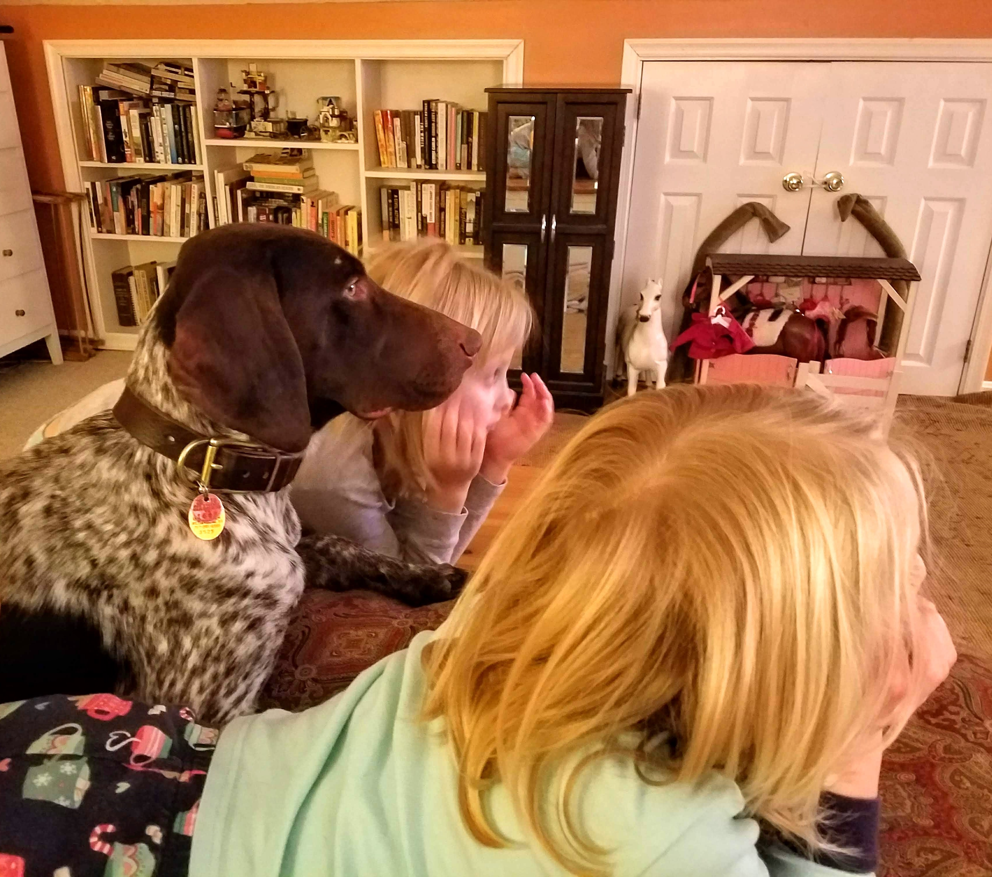Axel and the girls watching a movie